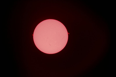 Sun shot through Lunt Solar Systems LS100B1800 and Canon 20D mount on a Celestron AS-GT from Tarzana, CA